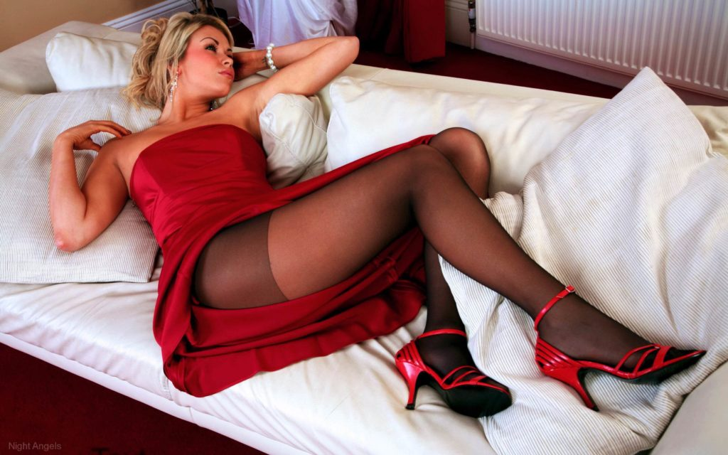 London escorts in bed