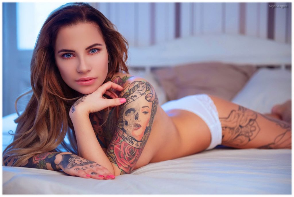 Sexy tattooed women