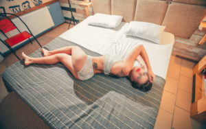 Eva Sexy Legs Girl
